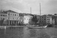 Mali_Lošinj_Lussinpiccolo_habour_in_autumn_1943